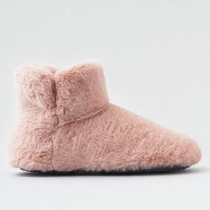 American Eagle Pink Fuzzy Slippers